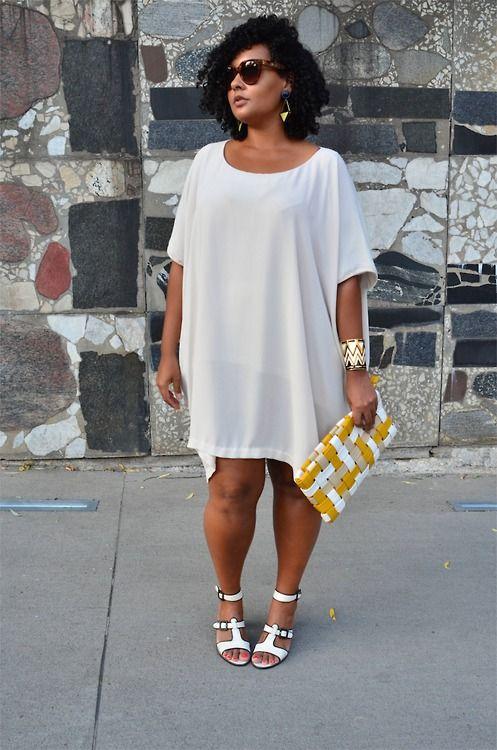 Este vestido demuestra que el mito de que la ropa muy suelta se vuelve sin forma no existe. Es genial y esta diseñado a la perfección. Nos encanta este estilo curvilíneo.