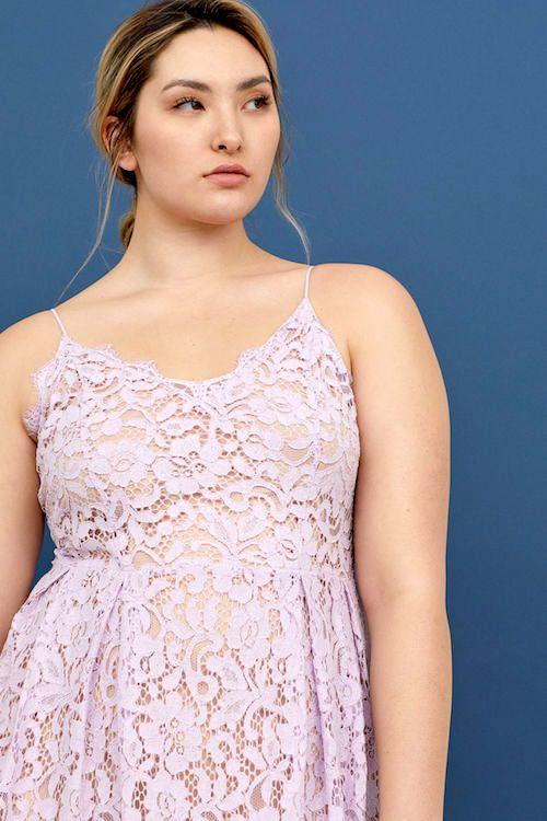Super a la moda, vestido en lila.