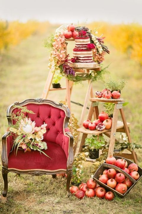 Bold burgundy hues for your fall or winter wedding decor. Stylish and moody.