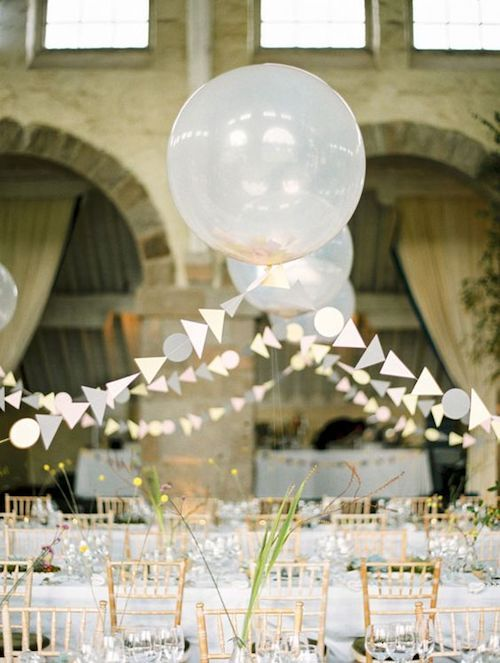 Connect the balloons with decorative tails and wow your guests. Photo courtesy: Ann-Kathrin Koch.