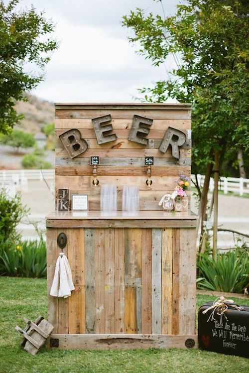 Who doesn't want a beer bar as a permanent fixture of their backyard after their wedding day?