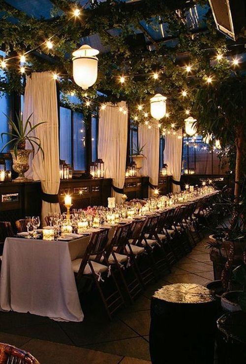 Boda en la terraza bajo las estrellas en el Gramercy Park Hotel en New York. Fotografía: Heather Waraksa.