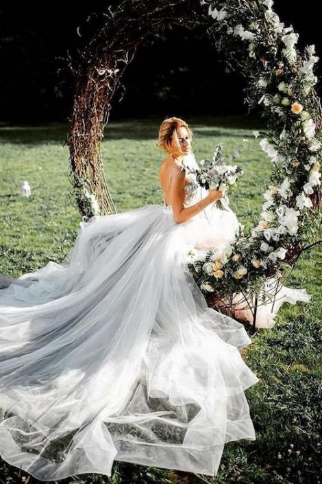 Estas coronas gigantes harán que tus fotos luzcan románticas e impresionantes.