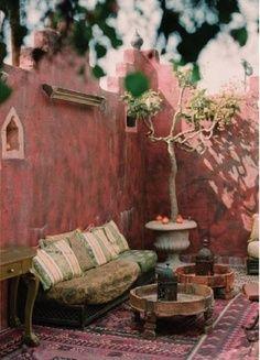 Decoración bohemia en una terraza privada.