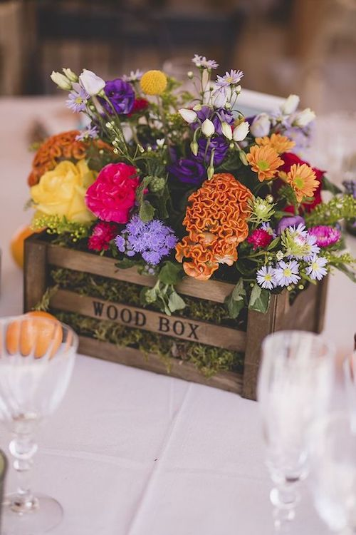 Floral centerpieces that scream summer! Tutorial on the blog. Photo credit: F2 Studio Photography.