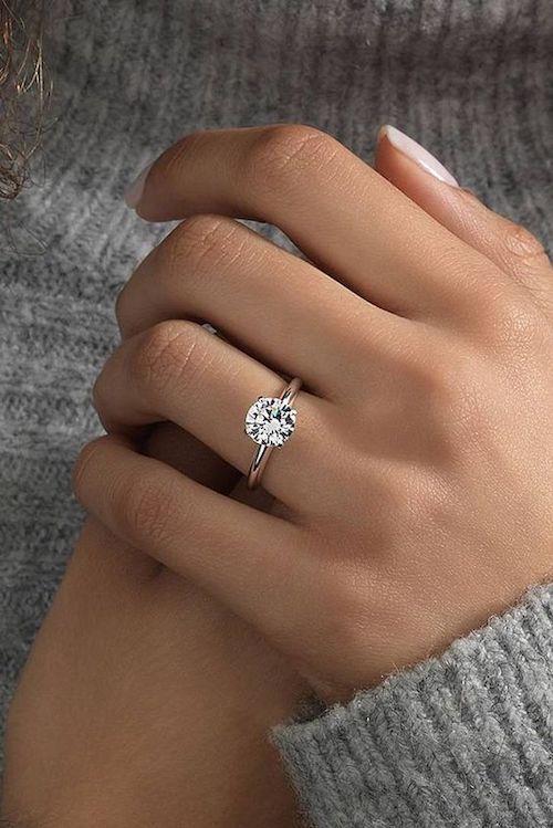 Es importante saber cómo elegir anillos de compromiso, y esta guía te ayudará.