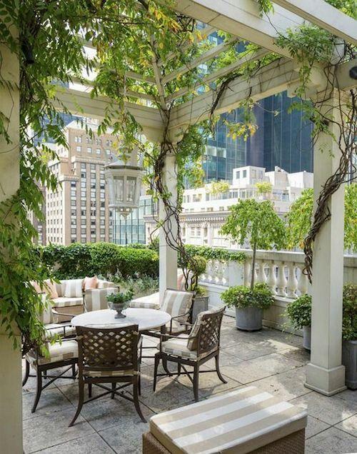 ¡Que encanto que tiene la ciudad y el verde! No dejes de ver estas increíbles ideas de bodas en terrazas.