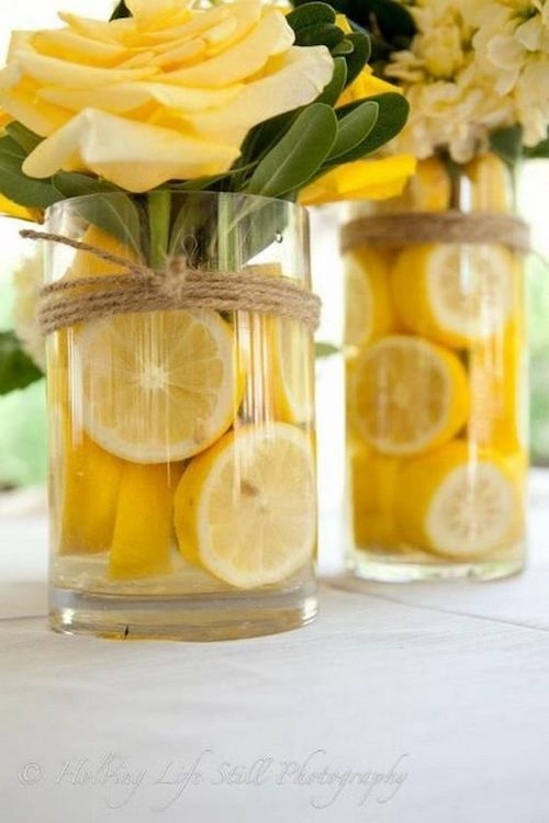 Lemon centerpieces have a very natural and refreshing look.