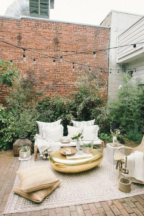 Un look entre boho chic y marroquí para este living de casamiento en una terraza.