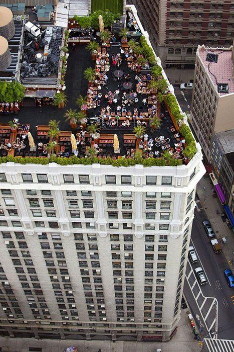 Si sueñas con el escondite perfecto en medio de la ciudad no lo pienses más y organiza una boda en la terraza. Foto: madame julietta.