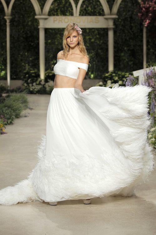 Caoba, una falda con movimiento y muchas plumas. Foto: BBFW.