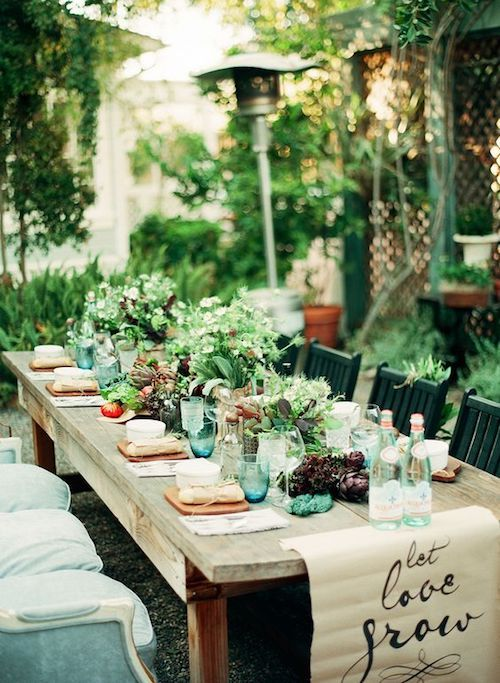 Tell me if this table setting doesn't spell summer to you? Intimate wedding.