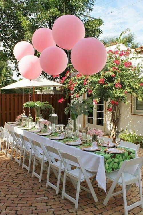 Imagine this table without the giant pink balloons. It really makes a difference, am i right?