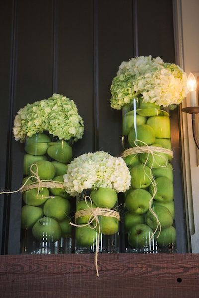 Submerged apples and hydrangeas add the cheerfulness of summer to your wedding! Tutorial on the blog!