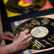 Go ultra vintage. Grab a few records and gold sharpies. They can be framed afterwards to decorate your walls. Photography: Sarelle photos.