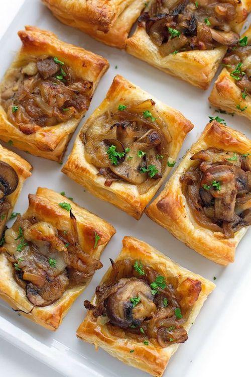 Mini bites de gruyere, champignon y cebolla caramelizada. Foto: Buzzfeed.