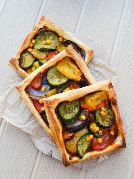 Acompaña tu comida de bodas con una simple, colorida y deliciosa tarta de hojaldre con verduras. De Jaqueline Meldrum.