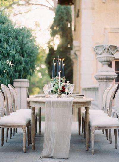 Asegúrate que la decoración de mesa acompañe al estilo de la recepción.