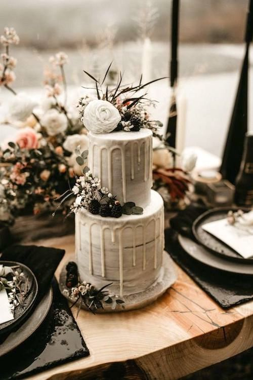 Alucinante drip cake completamente blanca y super bohemia.