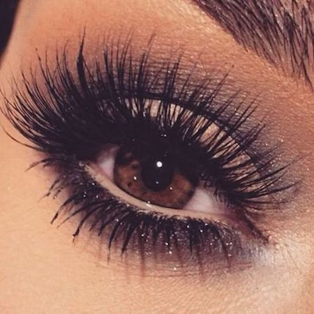 Stunning fake eyelashes. Bold and thick.