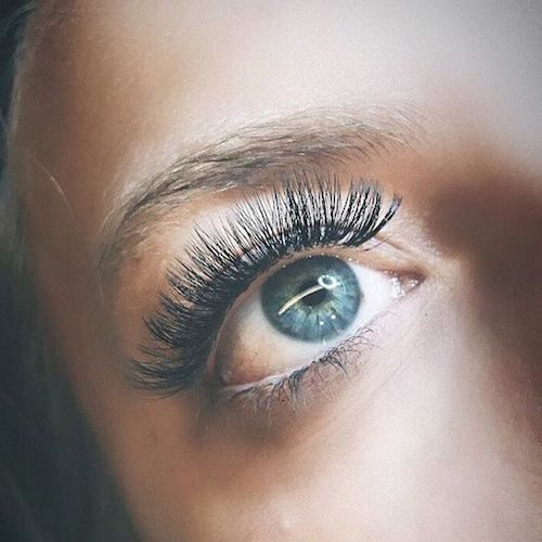 These false eyelashes can make your eyes look bigger, more round and open.