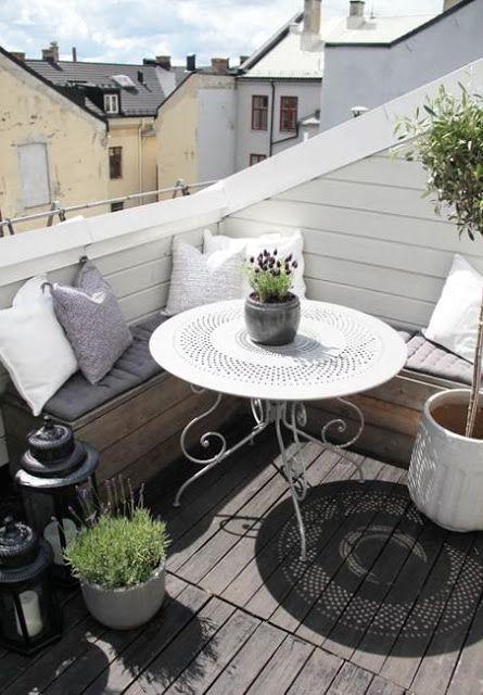 Si no tienes mucho espacio en tu propia terraza igual puedes aprovecharla y llevar parte de la fiesta a la mini azotea.