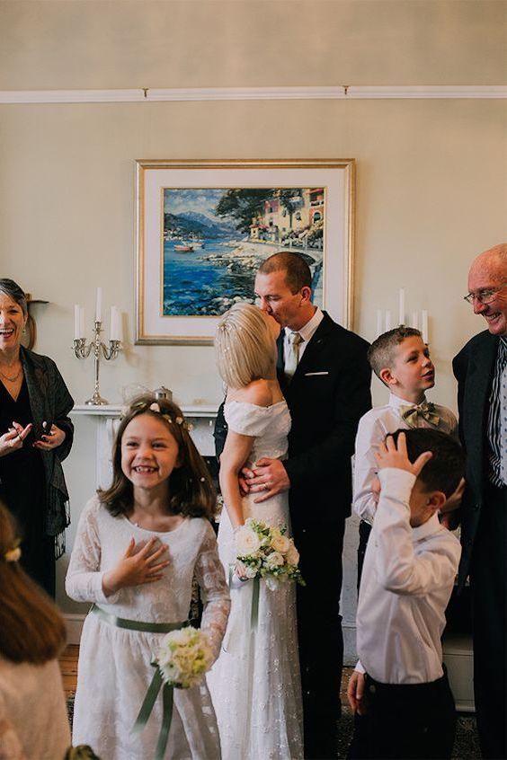 Ideas para bodas íntimas, pequeñas y sencillas. ¿Que mejor que casarse en casa? Foto: michelledt.