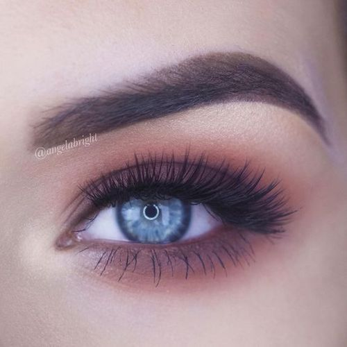 Ace your next makeup look with tapered medium volume false eyelashes by Knockout.