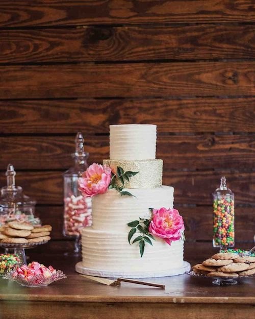 Pasteles de boda blancos que confirman que los clásicos nunca pasan de moda.