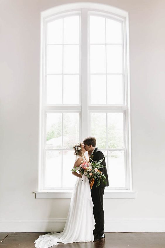 Por supuesto, si deseas rentar un salón de bodas, ¿que tal el 701 Whaley en Columbia, SC? Sanford Creative photography.