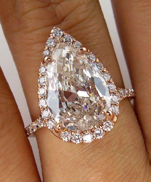 Elegante y etéreo anillo con micro pave.