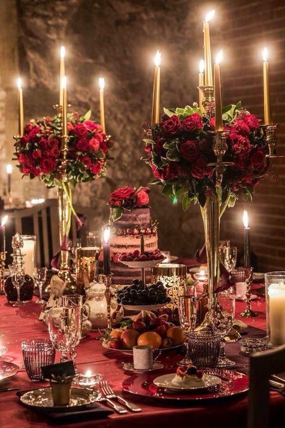 Tonos cálidos y profundos para una boda en invierno. Foto: Mona Mina.