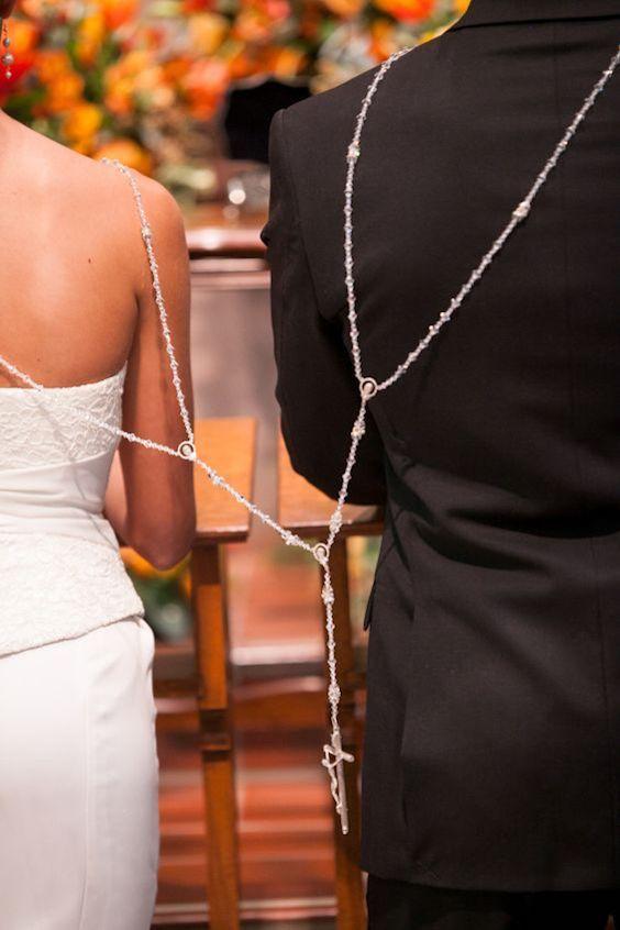 La ceremonia del lazo es una tradición de las bodas Católicas.