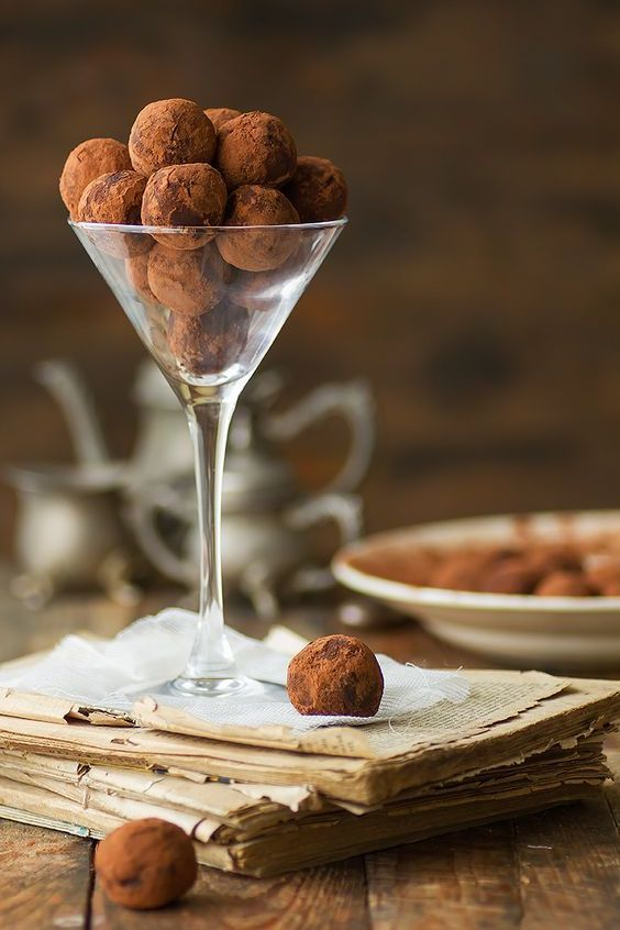 Chocolate truffles are a favorite dessert at any wedding but they are an even better fit in the wintery season. Delicious chestnut and chocolate truffles.