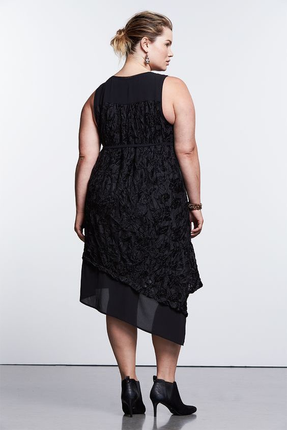Simply Vera Wang collection of plus sized wedding guest dresses. It has me dripping with thirst!