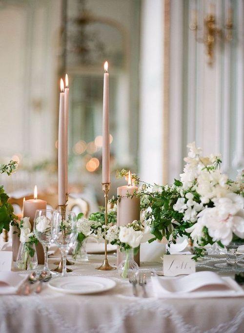Cómo decorar mesas de banquete de bodas con todo el glamour.