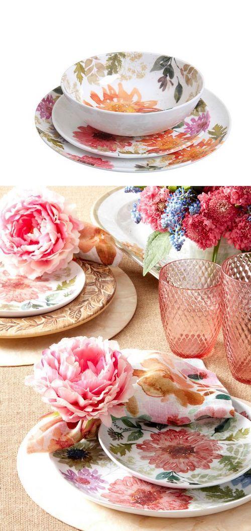 Un consejo para lograr una mesa con un look fab! Escoge uno de los colores, ya sea de los platos o de la servilleta, y repítelo en las flores y en los vasos.