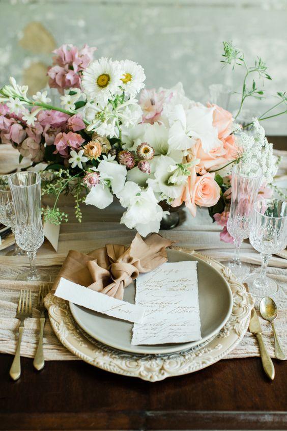 Romántica y elegante decoración de mesa vintage. Fotografía: Cly by Matthew.