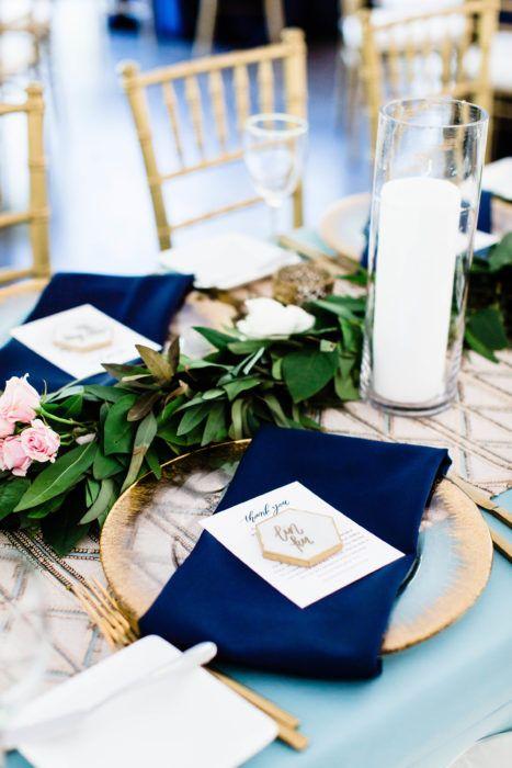 Tips para decorar las mesas del banquete de bodas. Boda en jardín inspirada en las chicas Gilmore en Clark Gardens, Dallas por dweddings.