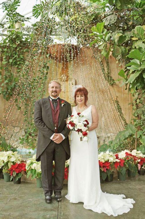 Fotografía de la novia con su papá antes de entrar a la ceremonia religiosa en Utah. Lacaille Photo.