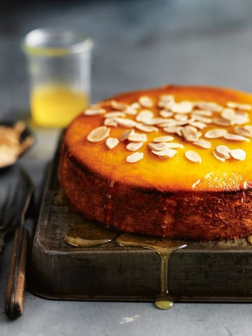 Original and sinfully delicious mandarin and polenta syrup cake. Check out these winter wedding dessert ideas!