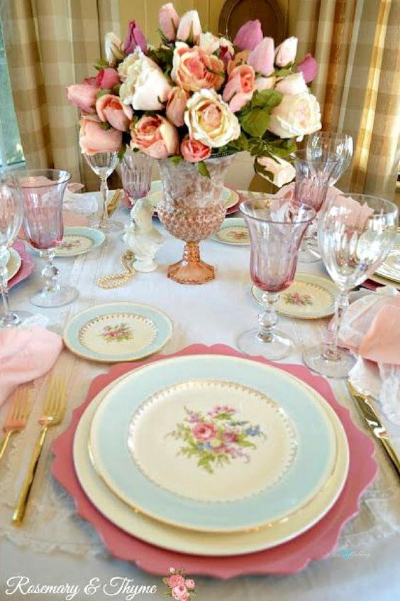 Combinación rosa y celeste para una mesa shabby chic de Rosemary and Thyme.