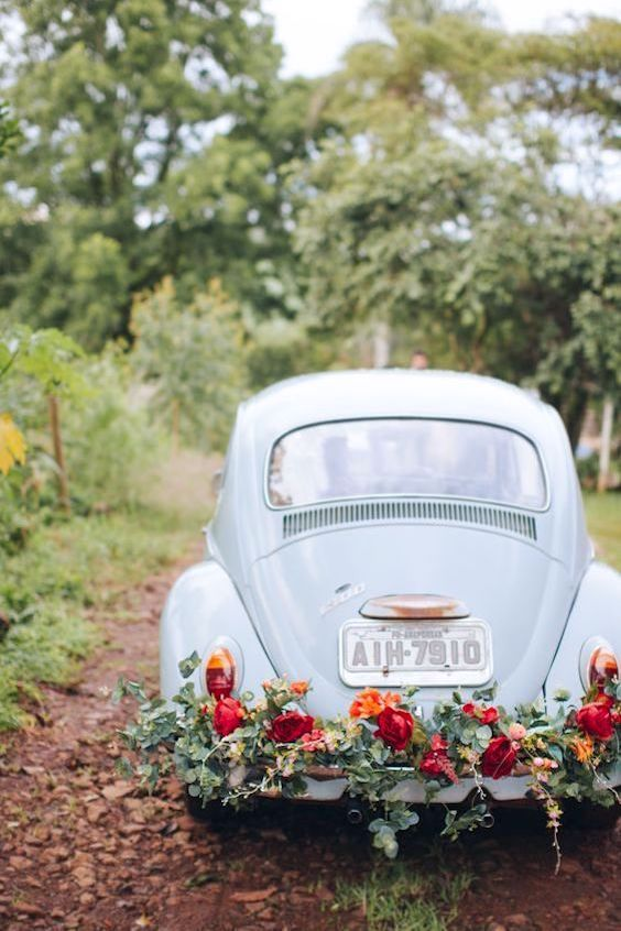 VW bugs 2 are so easy to decorate and they make for perfect photo ops! Hoffen Fotografia.