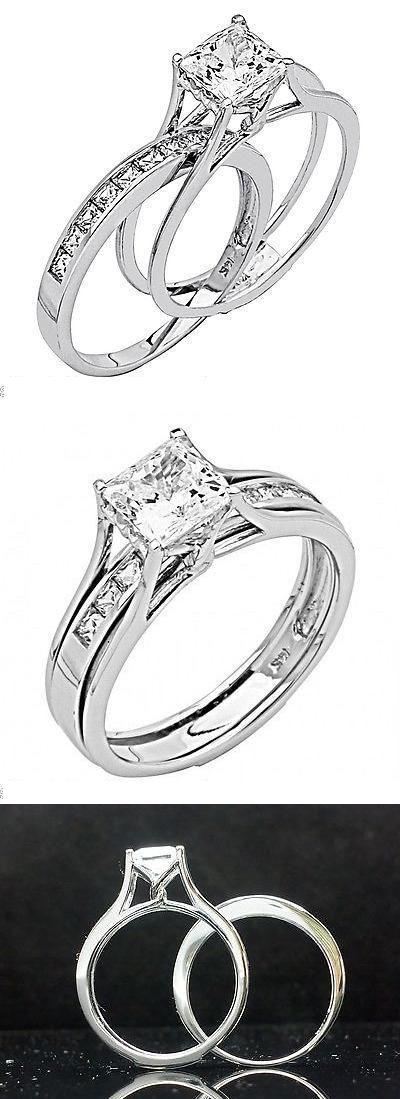 Set de anillo de bodas y compromiso corte princesa en oro blanco.