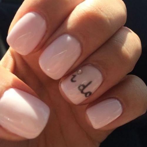 Acentos de uñas que sumarán originalidad a tu boda civil.