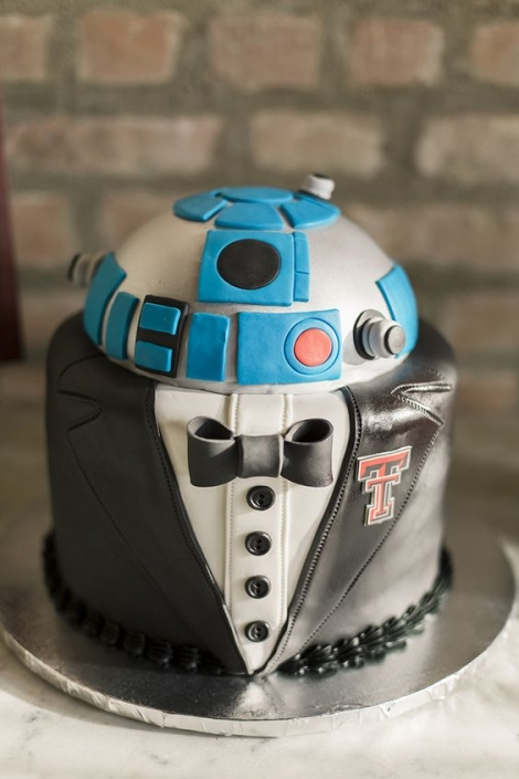 Best groom's cake ideas. R2D2 in Texas Tech University groom attire. Photographer: Binford Creative Photography.