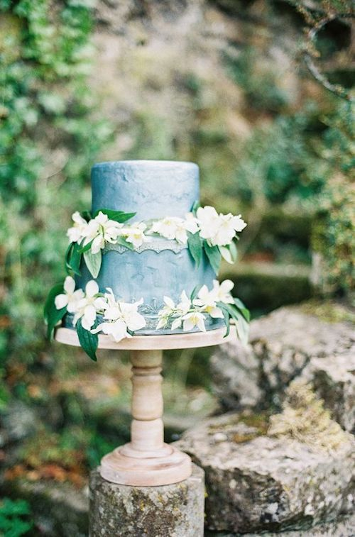 Cake ideas for intimate destination weddings.