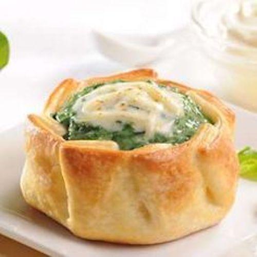 Canastitas de espinacas y salsa blanca o bechamel, perfectas para una recepción estilo buffet.