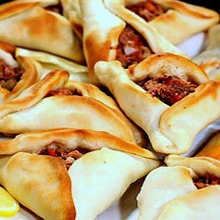 Incorpora algo mas exótico en tu comida de bodas. Lajmashin, sfijas o empanadas árabes. Se me hace agua la boca.
