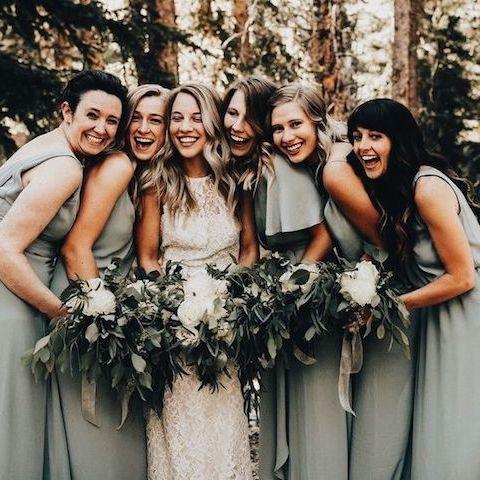 Te contamos cómo elegir las damas de honor para tu boda.